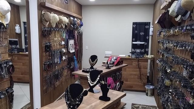 5344e17f8 Vendo loja da Franquia Biju da Chica no segmento de acessórios para mulheres  de todas as idades com peças lindas e preço único de R 10